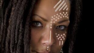 A artista portuguesa de origem moçambicana, Theresa Maiuko