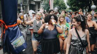 O bloco Cordão de Prata foi criado há três anos e é organizado pelo Centro de Estudos da Música Brasileira (Cembra) em Buenos Aires.