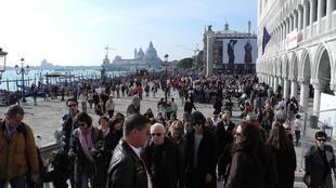 Veneza quer limitar o número de turistas e impedir a abertura de novos hotéis.