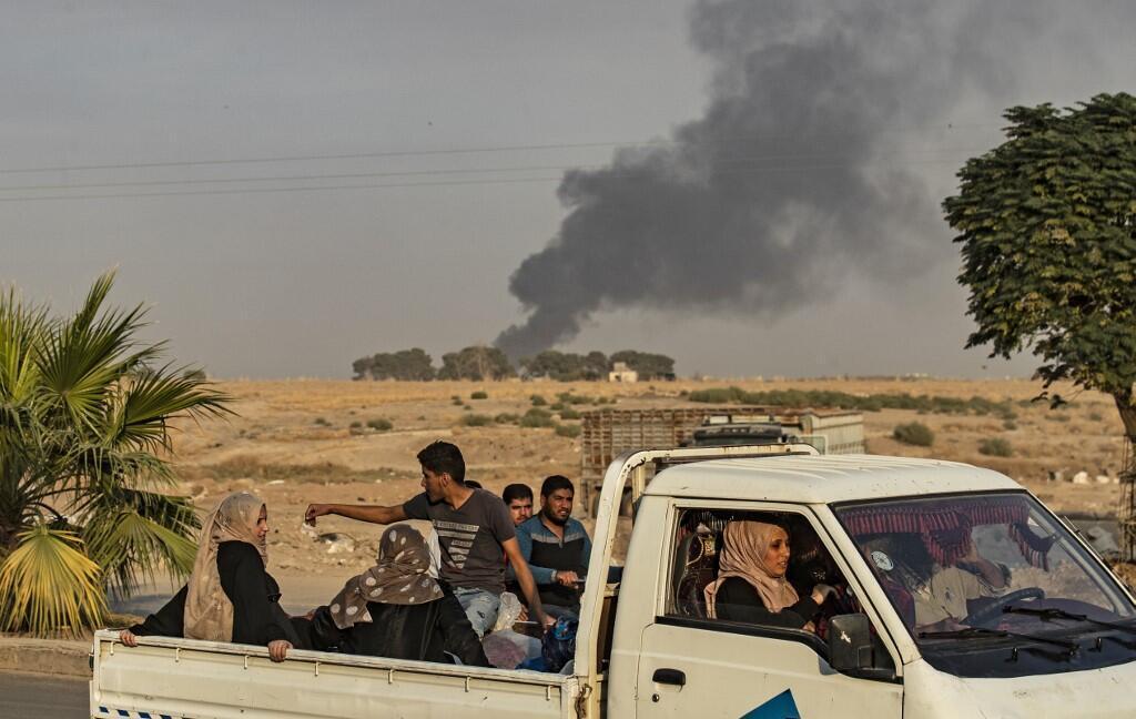 Des civils fuient les combats, non loin de Ras al-Ain, le 9 octobre 2019.