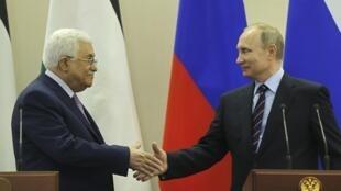Vladimir Poutine et Mahmoud Abbas, lors d'une rencontre à Sotchi, le 11 mai 2017.