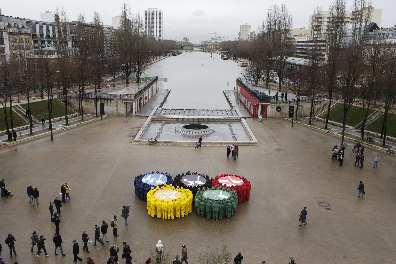 Акция французских правозащитников перед Олимпиадой в Сочи 1 февраля 2014.
