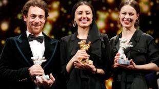 Элио Джермано (лучший актер), Баран Расулоф (Золотой медведь) и Пола Бер (лучшая актриса)