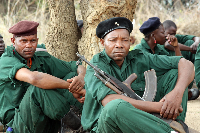 Combatentes da Renamo, na Serra da Gorongosa em Moçambique