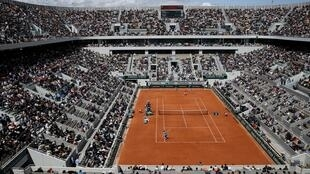 Fans will be allowed to attend the French Open tennis tournament in Paris between 27 September and 11 October.
