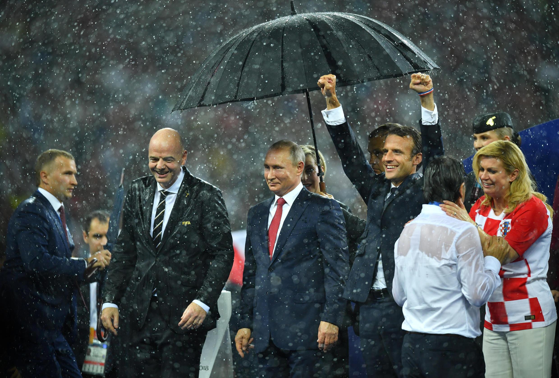Nguyên thủ Nga, Pháp và Croatia chúc mừng các cầu thủ tham dự trận chung kết Cúp bóng đá thế giới 2018