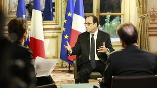 François Hollande lors de l'interview exclusive accordée à RFI, France 24 et TV5. Palais de l'Elysée,le 27 novembre 2014.