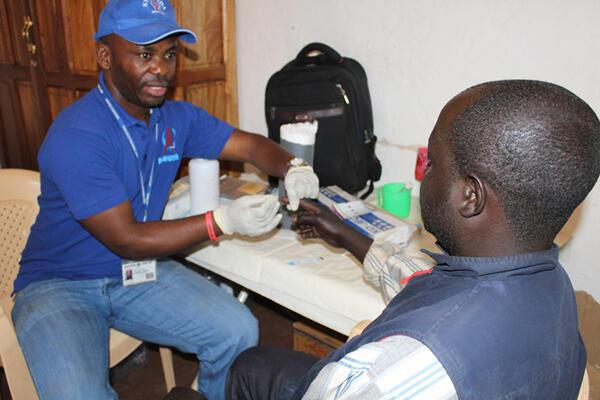 En RDC, la Section VIH/Sida de la Monusco effectue des séances de sensibilisation à l'endroit des ex-combattants des Forces démocratiques de libération du Rwanda regroupés au centre de transit de Walungu.