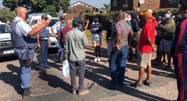 policia_aborda grupo de negros na rua_foto_viniciusassis