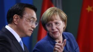 存档图片: 默克尔与李克强在柏林 2013年5月26日