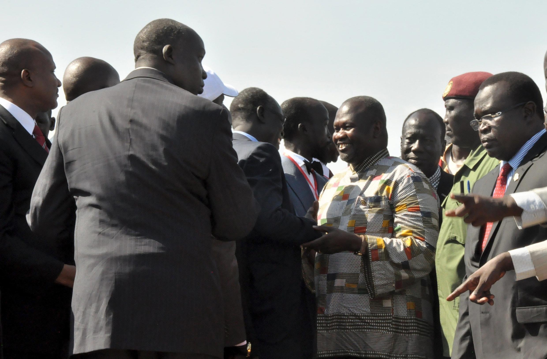 Kiongozi wa Waasi wa Sudani Kusini Riek Machar akiwasili katika uwanja wa ndege mjini Juba