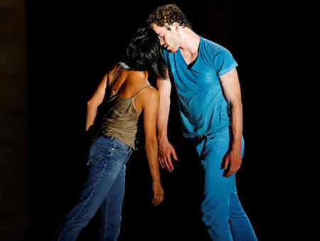 Bolero two interprété par Boris Charmatz et Emmanuelle Huynh