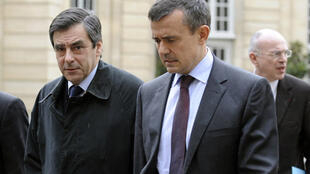 (De g. à d.) : Le Premier ministre français, François Fillon et  Yves Jego, le 10 février 2009. Yves Jego était secrétaire d'Etat chargé de l'Outre-mer.