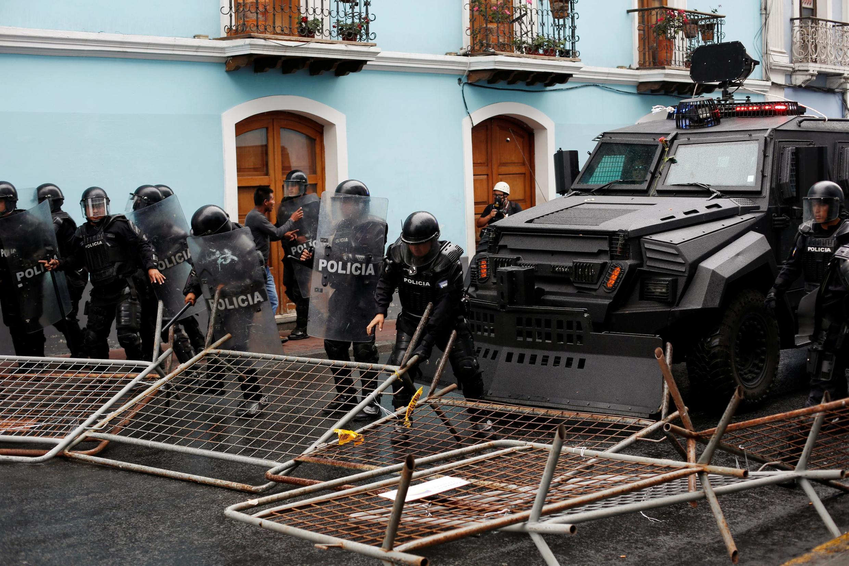 Operativo de la policía ecuatoriana en Quito el 3 de Octubre contra barricadas.