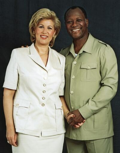 Alassane Ouattara et sa femme Dominique, épousé en secondes noces, à Paris, en 1991. Femme d'affaires ayant fait fortune dans l'immobilier, elle joue un rôle important auprès de son mari, notamment à travers sa fondation Children of Africa.