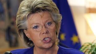 A comissária europeia para Justiça e Direitos Fundamentais, Viviane Reding, fala à imprensa nesta quarta-feira em Bruxelas.