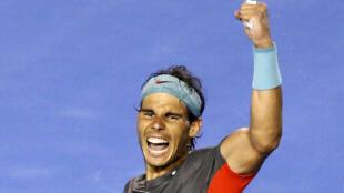 Nadal supera a dor causada por uma bolha na mão e elimina o suíço Roger Federer na semifinal do Aberto de Tênis da Austrália.