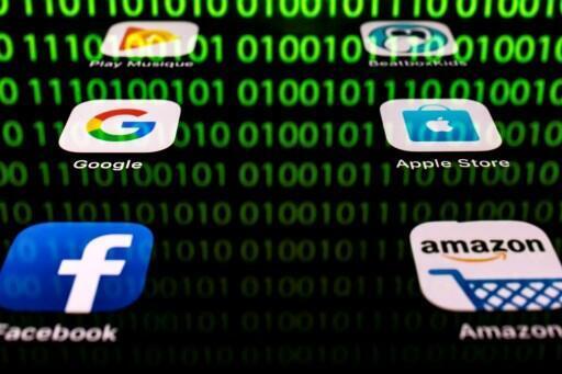 Mais de uma centena de repórteres e editores de 27 países da União Europeia já assinaram o apelo dirigido aos deputados europeus para forçar os gigantes da internet, Google, Amazon, Apple e Facebook, a contribuir para o financiamento da imprensa.
