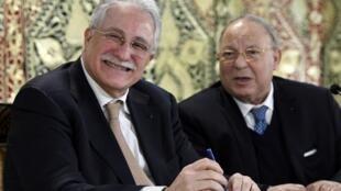 Chems-eddine Hafiz, le nouveau recteur de la Grande mosquée de Paris (à gauche) à côté de Dalil Boubakeur son prédécesseur.