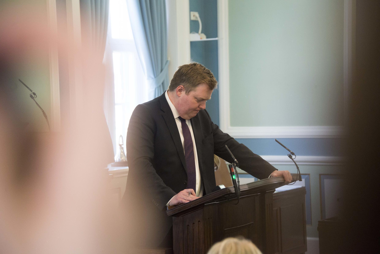 Tổng thống Iceland Sigmundur David Gunnlaugsson đọc thông báo từ nhiệm, Reykjavik, ngày 05/04/2016.