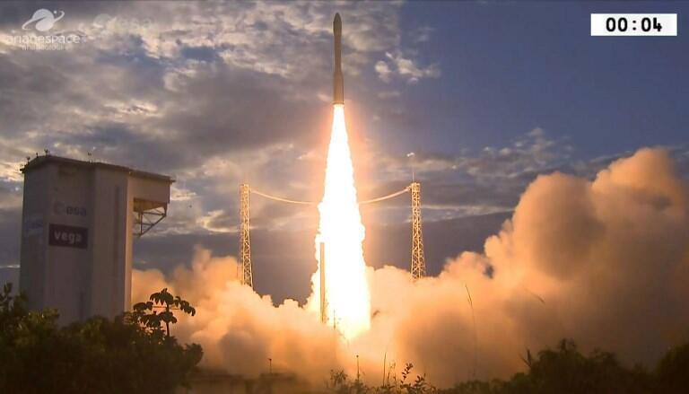 Công nghệ phóng vệ tinh của Arianespace từ cơ sở tại Guyane.