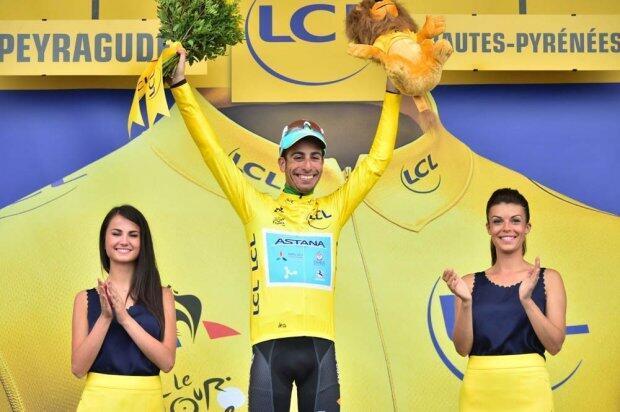 El italiano Fabio Aru se viste de amarillo en la etapa 12 del Tour de Francia 2017 tras la primera etapa pirenaica.