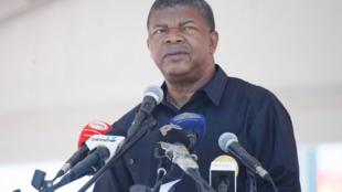 João Lourenço, ministro angolano da defesa e cabeça de lista do MPLA às eleições de 23 de Agosto.