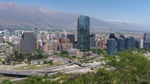 Sanhattan, o centro financeiro da cidade de Santiago.