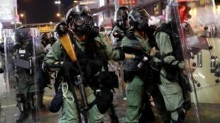 香港街頭反送中運動中的警察 2019年8月4日