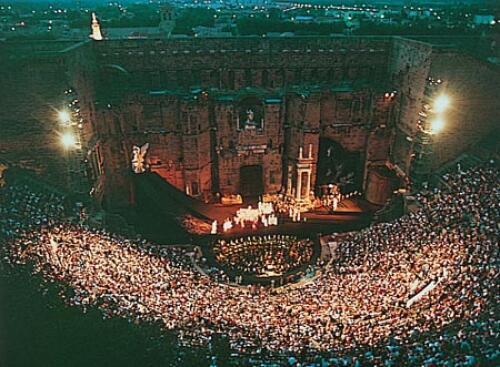 Com seu palco em um teatro romano ao ar livre, Chorégies d'Orange é o Festival mais antigo da França, fundado em 1869.