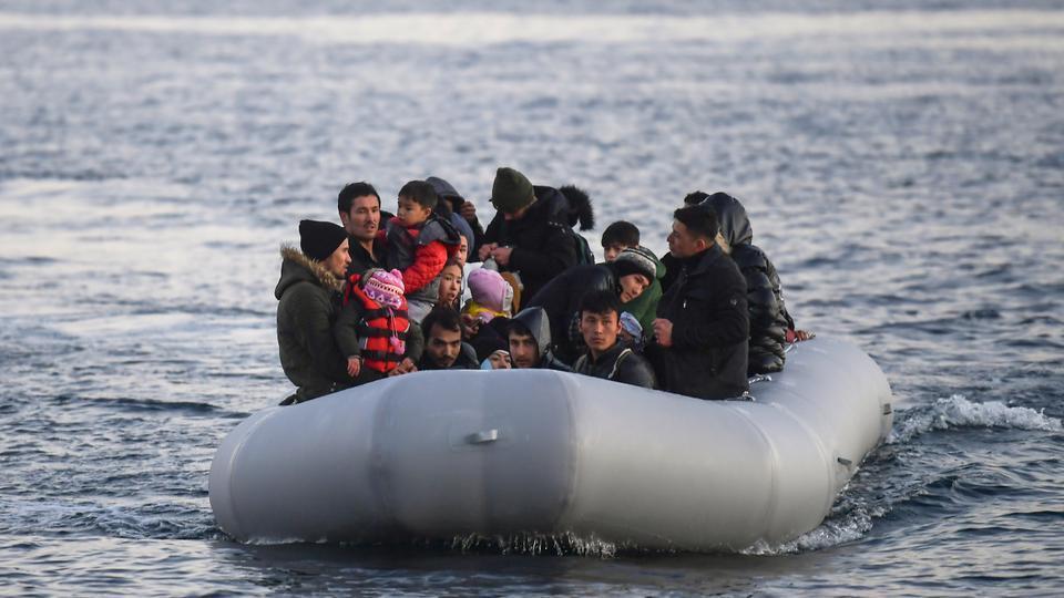 Wasu bakin-haure da 'yan ci rani, bayan isa tsibirin Lesbos na kasar Girka. 2/3/2020.