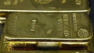 The rising threat of war between Ukraine and Russia sent investors scurrying for relative safety, gold bars in Munich, 3 February 2014.