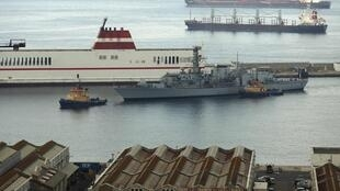 Navios da Marinha Britânica marcam presença na baía de Gibraltar, sul da Espanha, nesta segunda-feira, 19 de agosto de 2013.