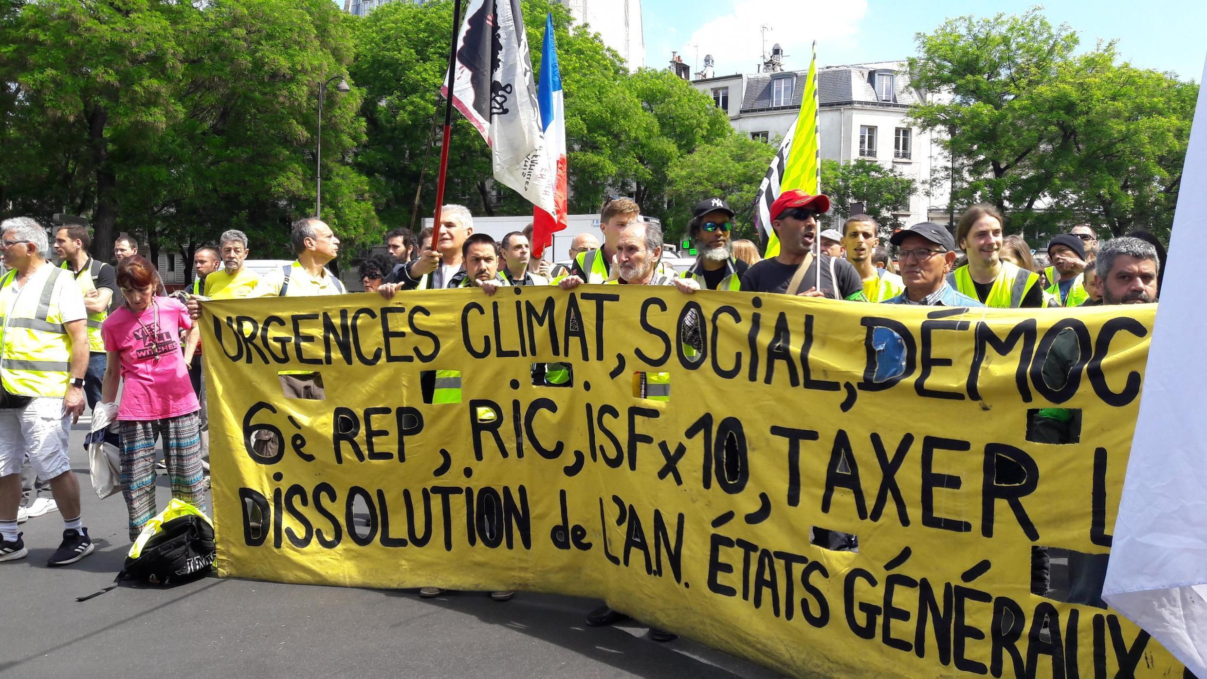 Several hundred people joined an authorised Yellow Vests march in Paris, 25 May 2019.