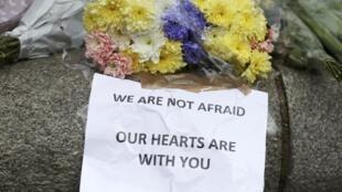 «We are not afraid», nous n'avons pas peur, ce sont les termes de la Première ministre Theresa May, repris par les Londoniens ce jeudi 23 mars 2017