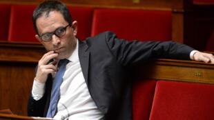 Benoît Hamon, comme près d'une centaine de ses collègues socialistes, n'a pas été réélu à l'Assemblée nationale (où il siège ici le 4 mai 2017). Au total plus de 400 députés de la précédente législature quittent le Palais Bourbon.