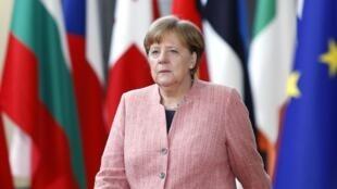 A l'instar d'Angela Merkel, les dirigeants européens se disent prudents après l'annonce de la suspension de l'UE des droits de douane américains sur l'acier et l'aluminium