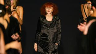 سونیا ریکیل در نمایش مد سال ٢٠٠٣