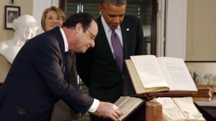 Барак Обама и Франсуа Олланд в музее-резиденции Томаса Джефферсона в Монтичелло в Вирджинии 10/02/2014