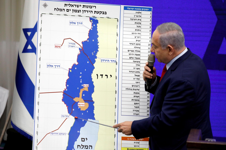 Benjamin Netanyahu anuncia promessa de anexar colônias da Cisjordânia.