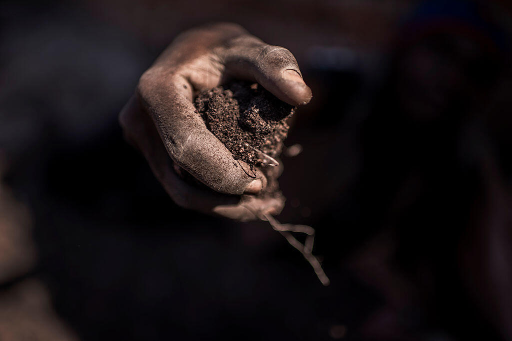Extraction de cobalt dans une mine de RDC