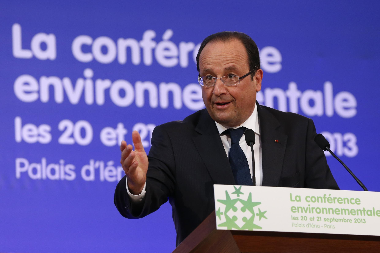 Президент Франсуа Олланд на открытии национальной конференции по экологии в Париже 20 сентября 2013