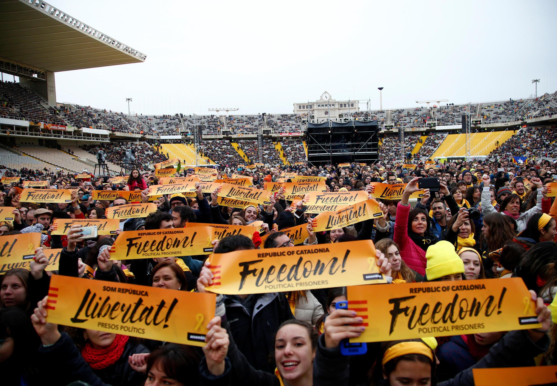 Khán giả tham dự buổi hòa nhạc do phe đòi độc lập Catalunya tổ chức tại Barcelona, ngày 02/12/2017