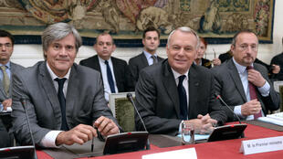 Prime Minister Jean-Marc Ayrault (R) and Agriculture Minister Stéphane Le Foll at a meeting with Breton dignitaries in October