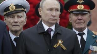 poutine-defile-commemoration-victoire-nazis-russie