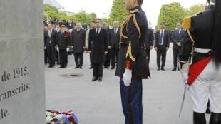 Nicolas Sarkozy, participe à la cérémonie commémorant le génocide arménien, Place du Canada, à Paris, le 24 avril 2012.
