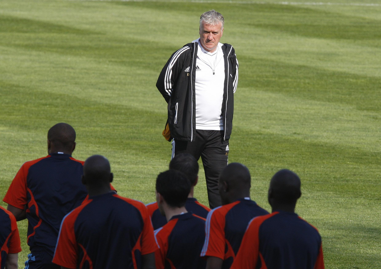 Didier Deschamps, técnico do Olympique de Marselha, durante treino com seus jogadores, nesta terça-feira.