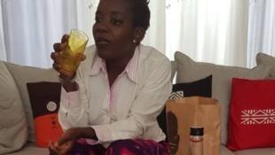Sandra Idossou lutte contre l'utilisation des sachets en plastique au Bénin.