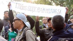 Buổi tưởng niệm các tử sĩ nhân 40 năm Hoàng Sa mất vào tay Trung Quốc ở Hà Nội, tháng 1/2015, cũng bị trấn áp.