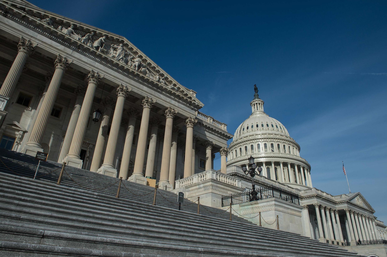 Le Congrès américain a approuvé un plan de soutien économique de 2—200 milliards de dollars.